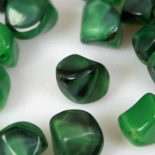 Perla organica vintage in pasta di vetro screziata verde chiaro e scuro, 10 mm