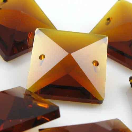 Quadruccio 18 mm ambra caldo cristallo vetro sfaccettato 2 fori