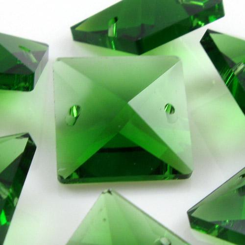 Quadruccio 18 mm verde cristallo vetro sfaccettato 2 fori