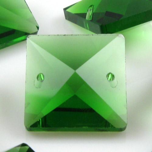 Quadruccio 20 mm verde cristallo vetro sfaccettato 2 fori