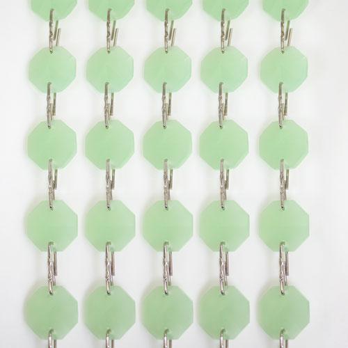 Catena ottagoni 14 mm in cristallo verde seta, lunghezza 50 cm. Clip nickel.