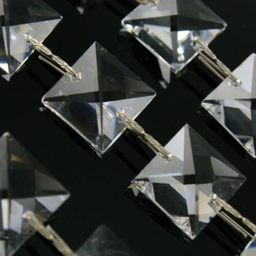 Catena quadrucci 16 mm cristallo Asfour, lunga 50 cm, clip nickel.