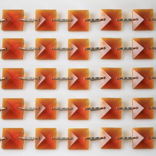 Catena quadrucci cristallo 14 mm - lunghezza 50 cm. Colore ambra - clip nickel.
