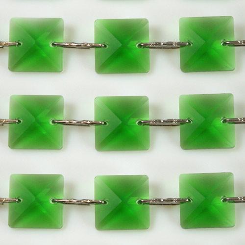 Catena quadrucci cristallo 22 mm - lunghezza 50 cm. Colore verde - clip nickel.