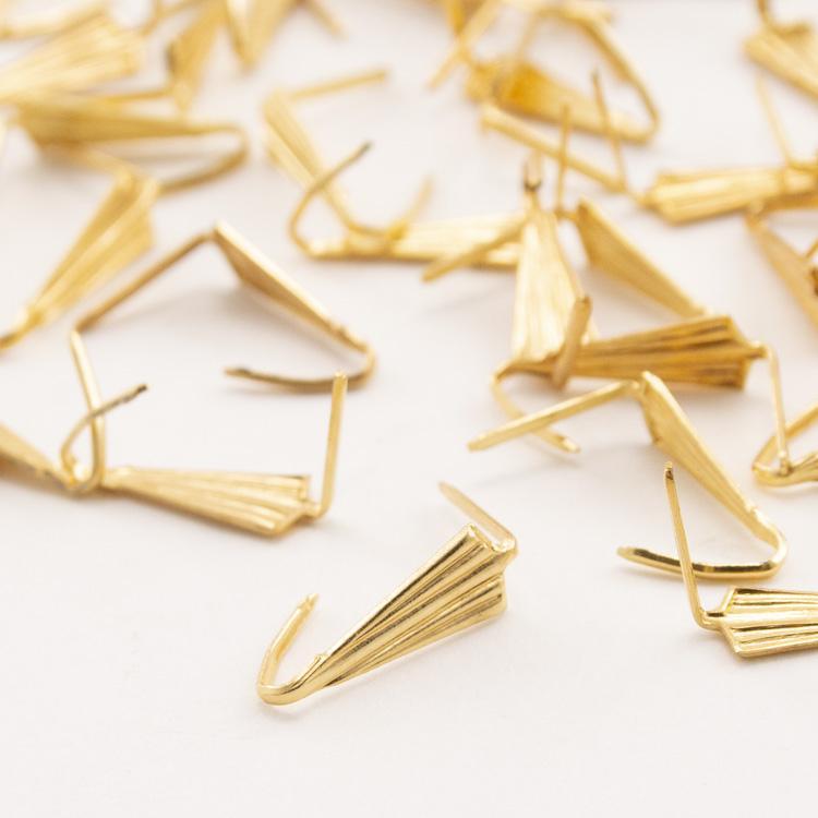 Clip a punta bordata 13 mm, finitura oro per catene di cristalli.