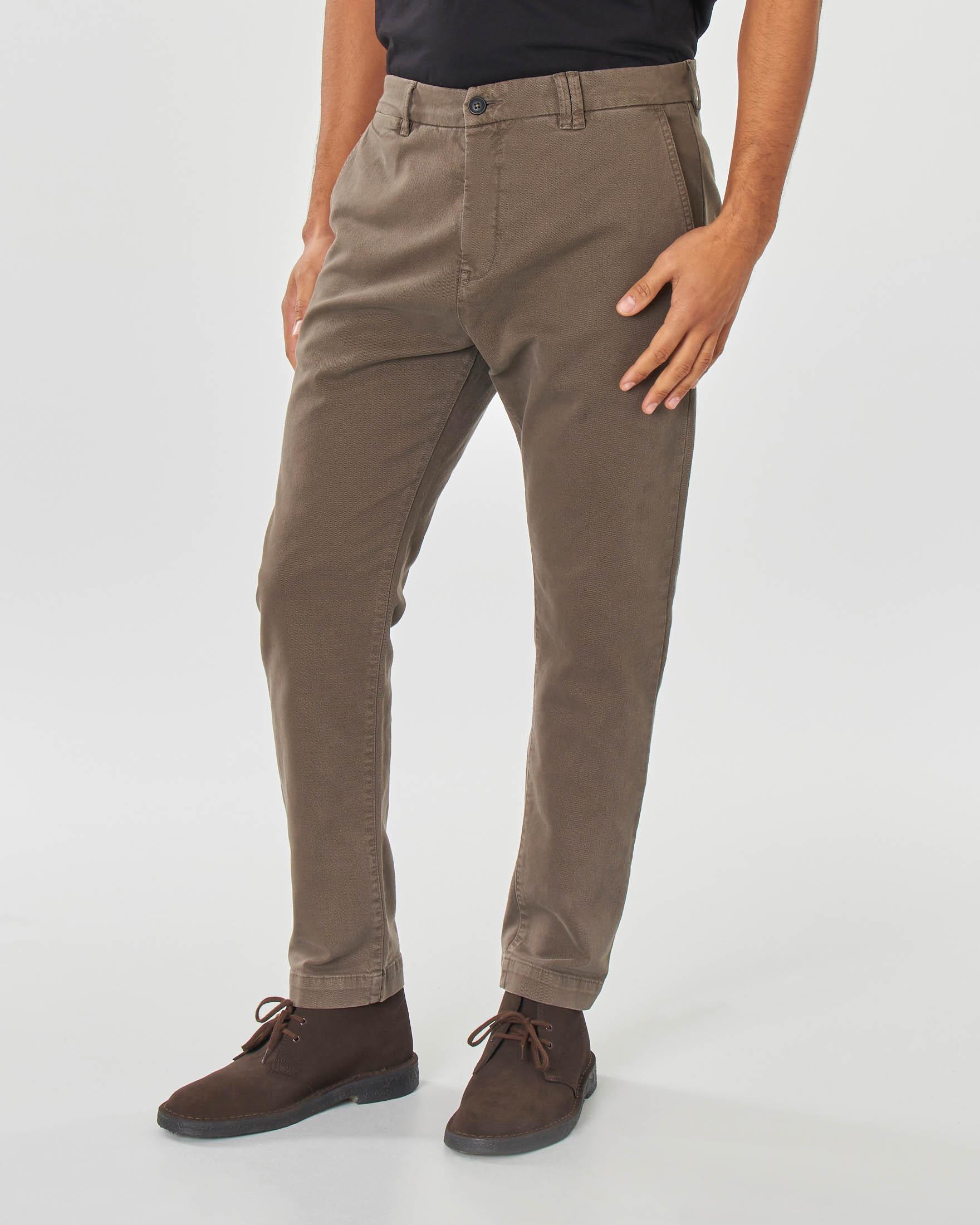 Pantalone chino marrone in tessuto diagonale di cotone stretch
