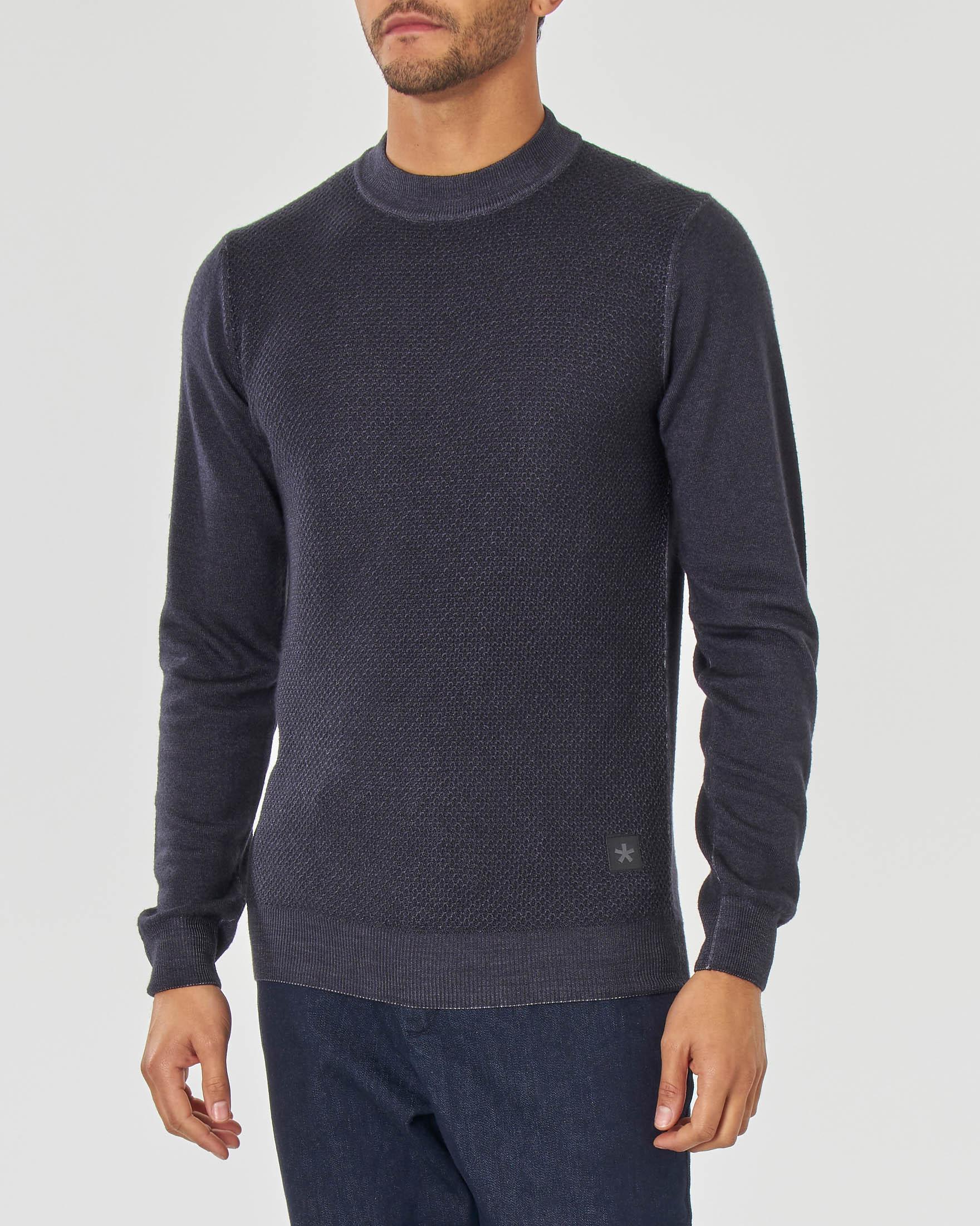 Maglia grigio antracite girocollo in pura lana merinos finezza 7 con pannello frontale micro armatura