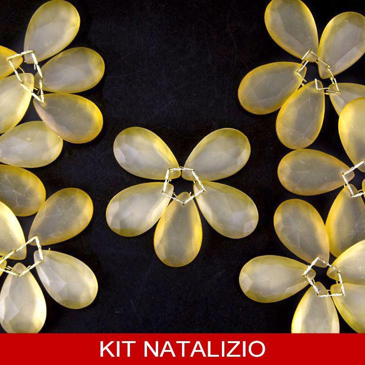 Confezione risparmio: 12 pz fiori Ø80 mm di cristalli ambra satinato con clip oro per albero di Natale