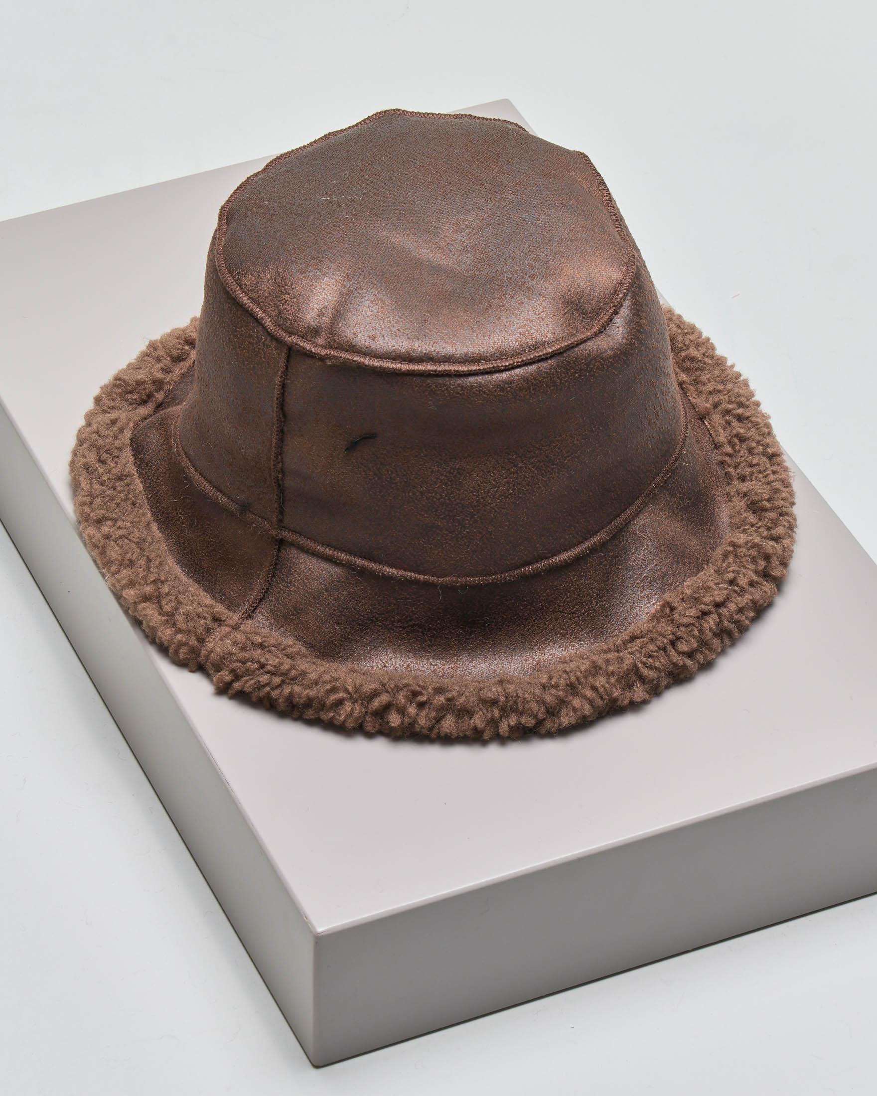 Cappello alla pescatore teddy color caffè reversibile in tessuto effetto montone