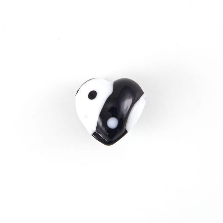 Perla vetro Murano a cuore 12 mm yin e yang. Vetro bianco nero e foro orizzontale passante