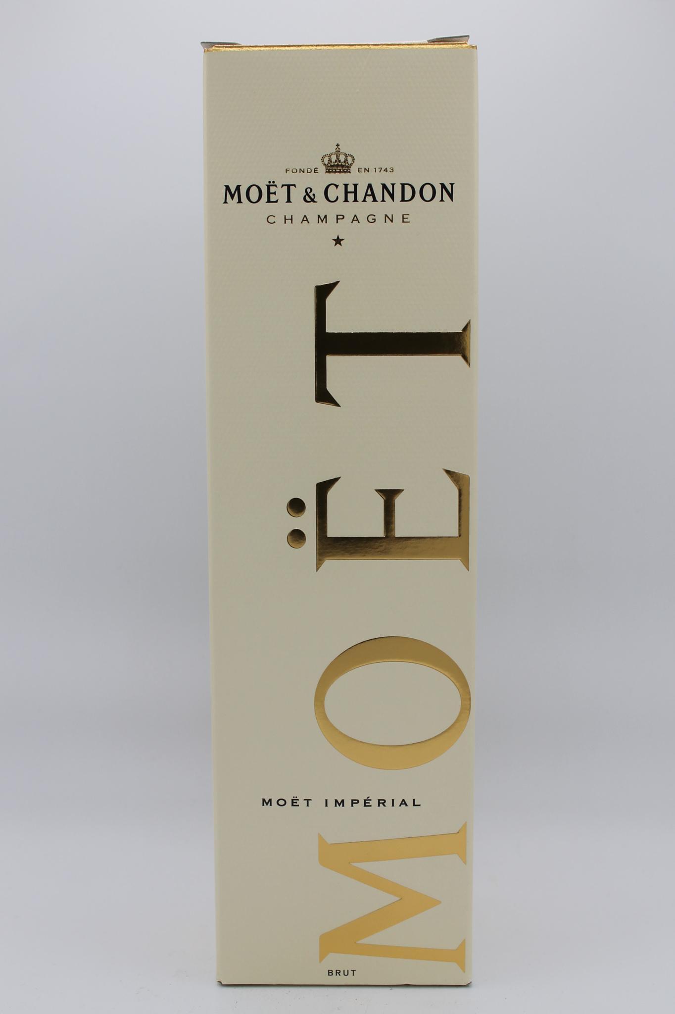 Moët & Chandon champagne brut imperial 750ml.
