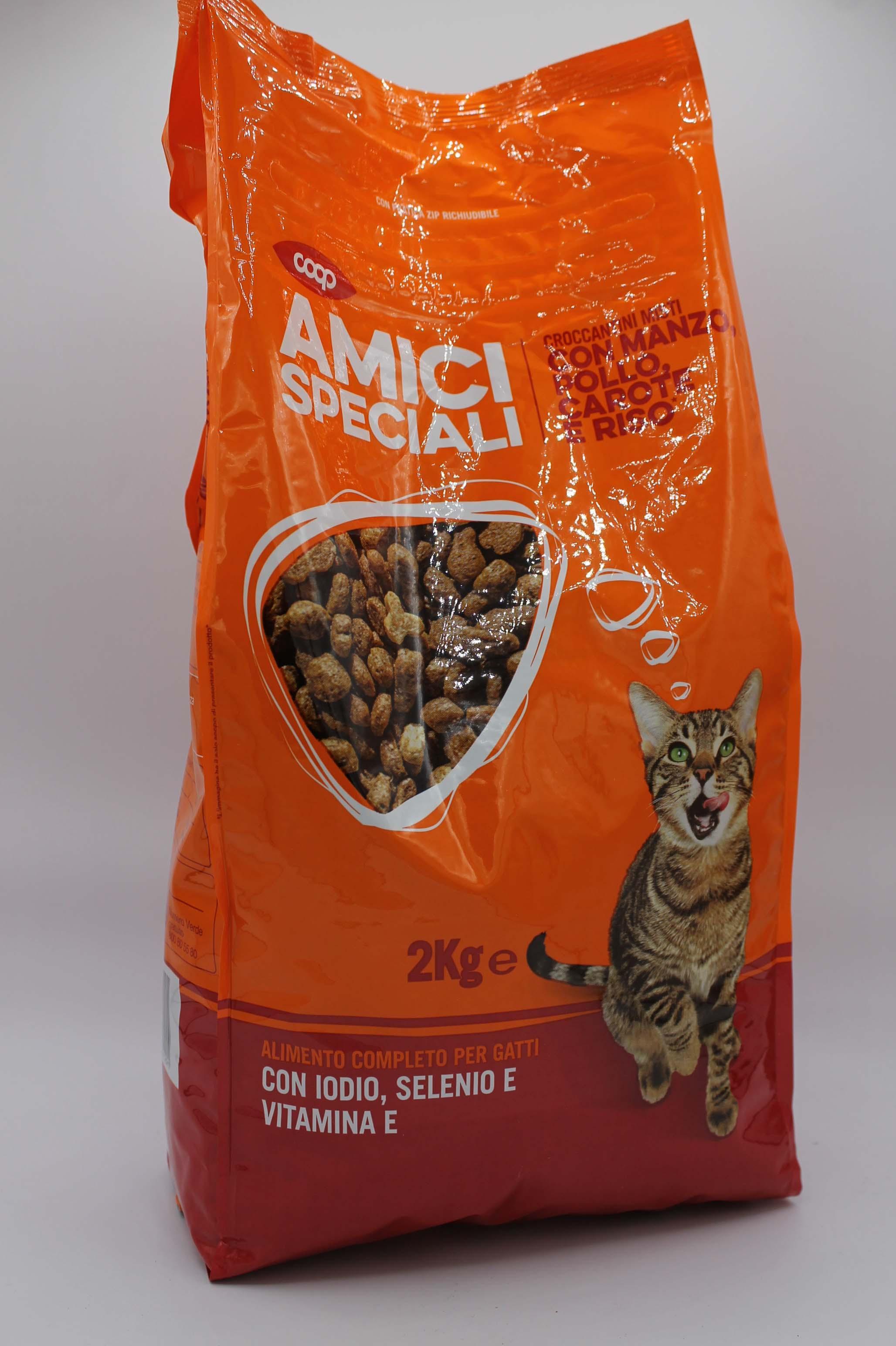 Coop croccantini gatto manzo/pollo/carote/riso 2kg.