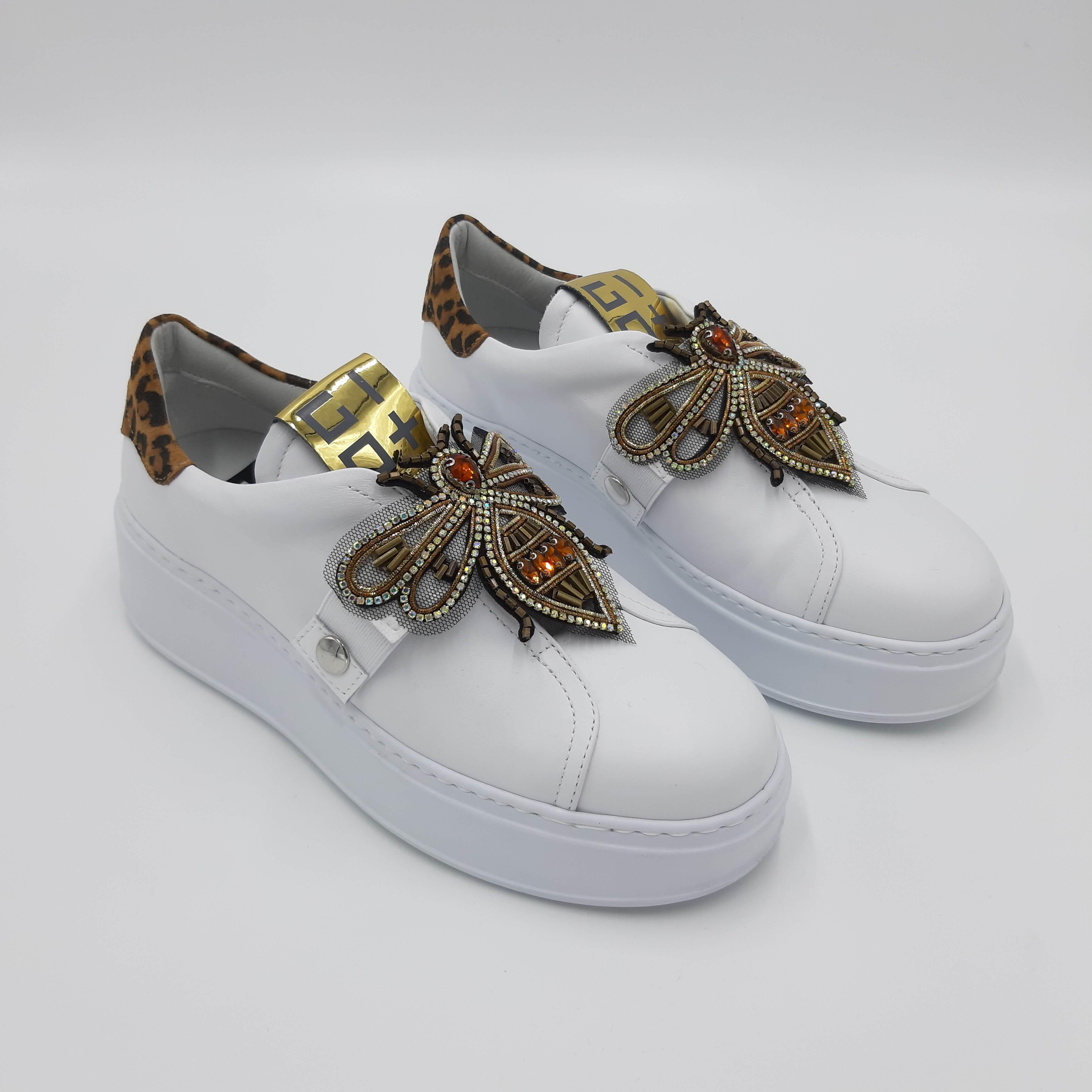 Sneakers bianca con ape GIO+