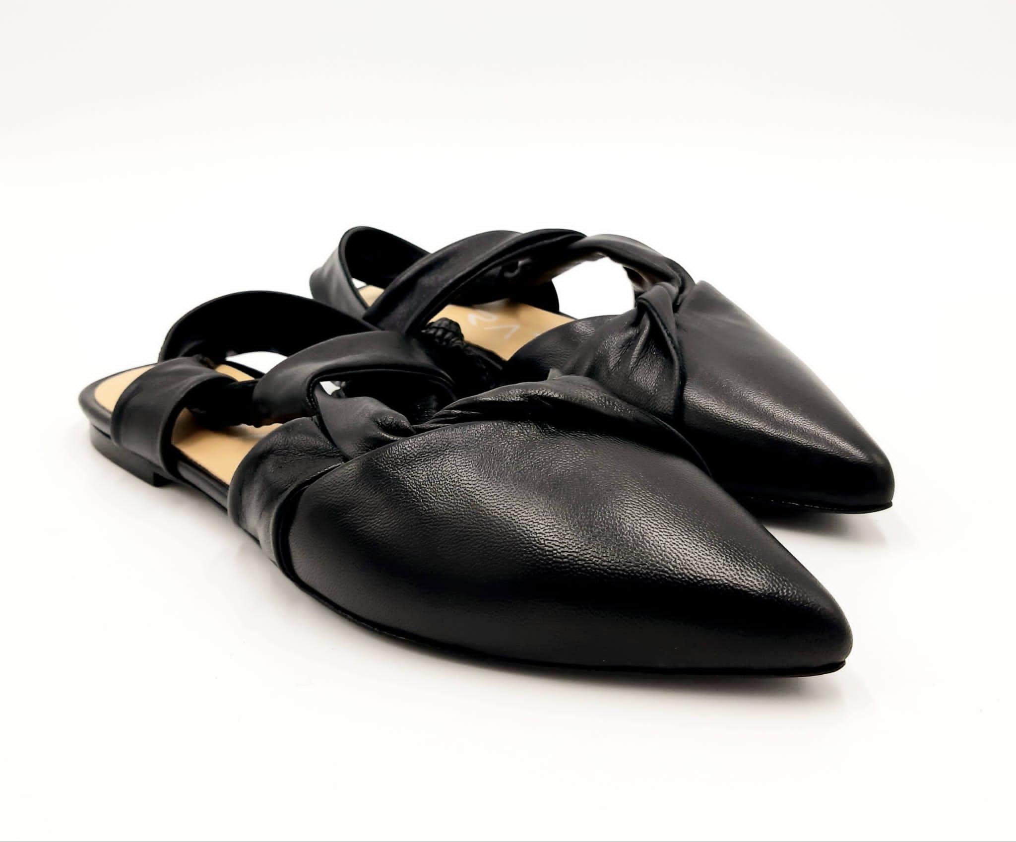 Ballerina a punta in pelle nera Strategia