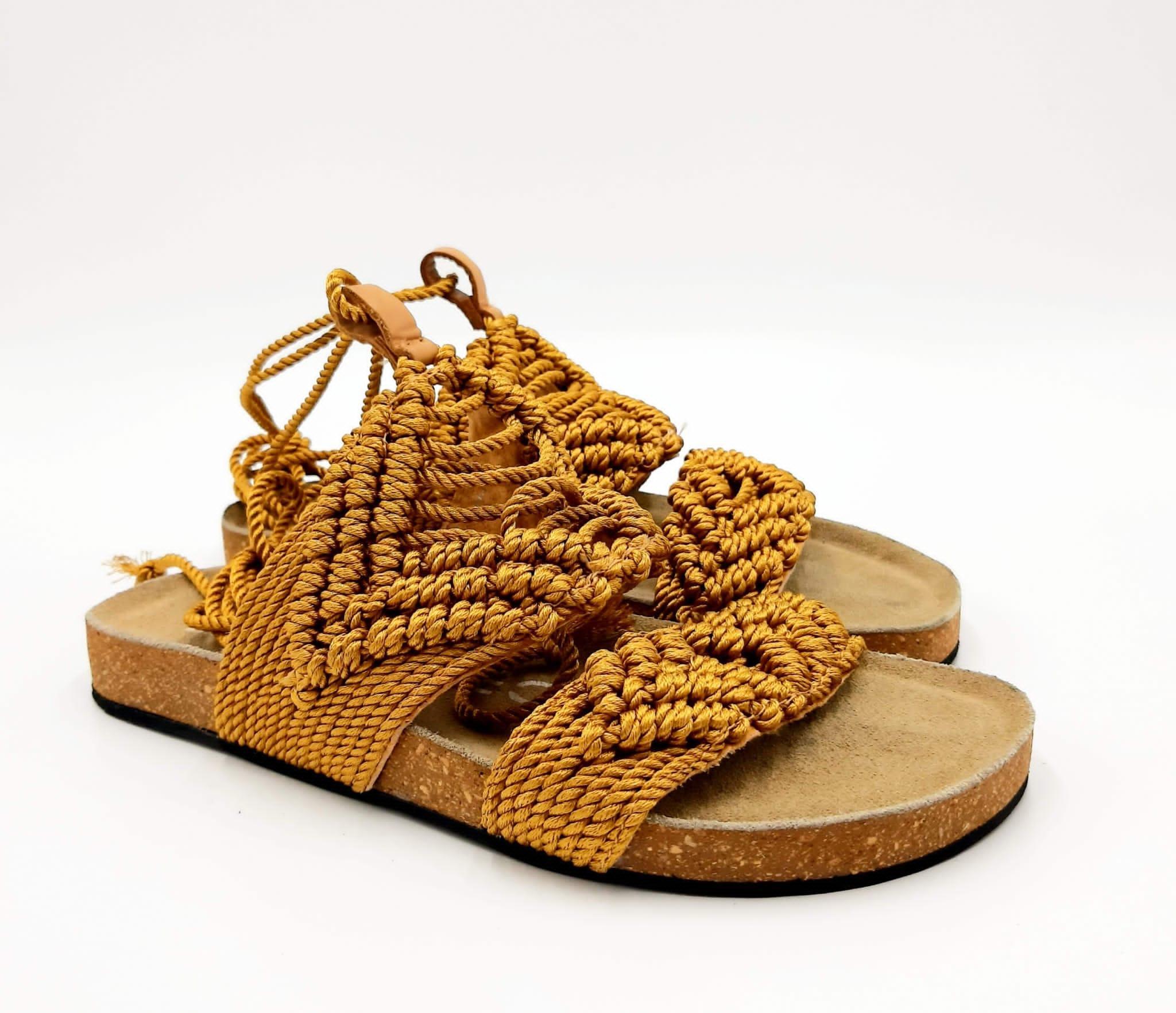 Sandalo fondo sughero con crochet ocra Strategia
