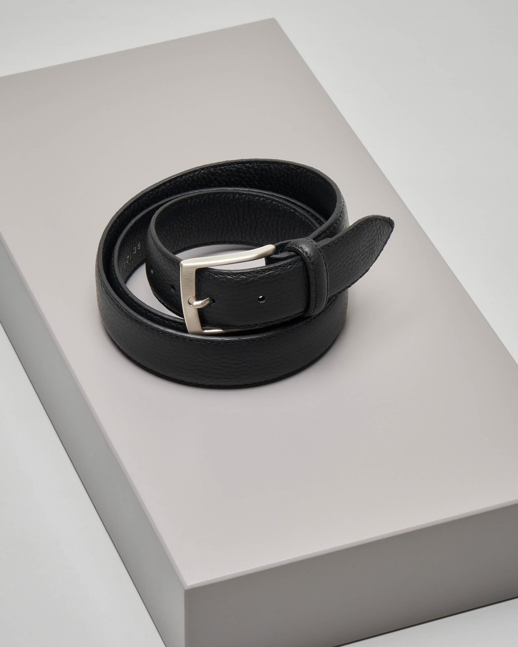 Cintura nera in pelle martellata