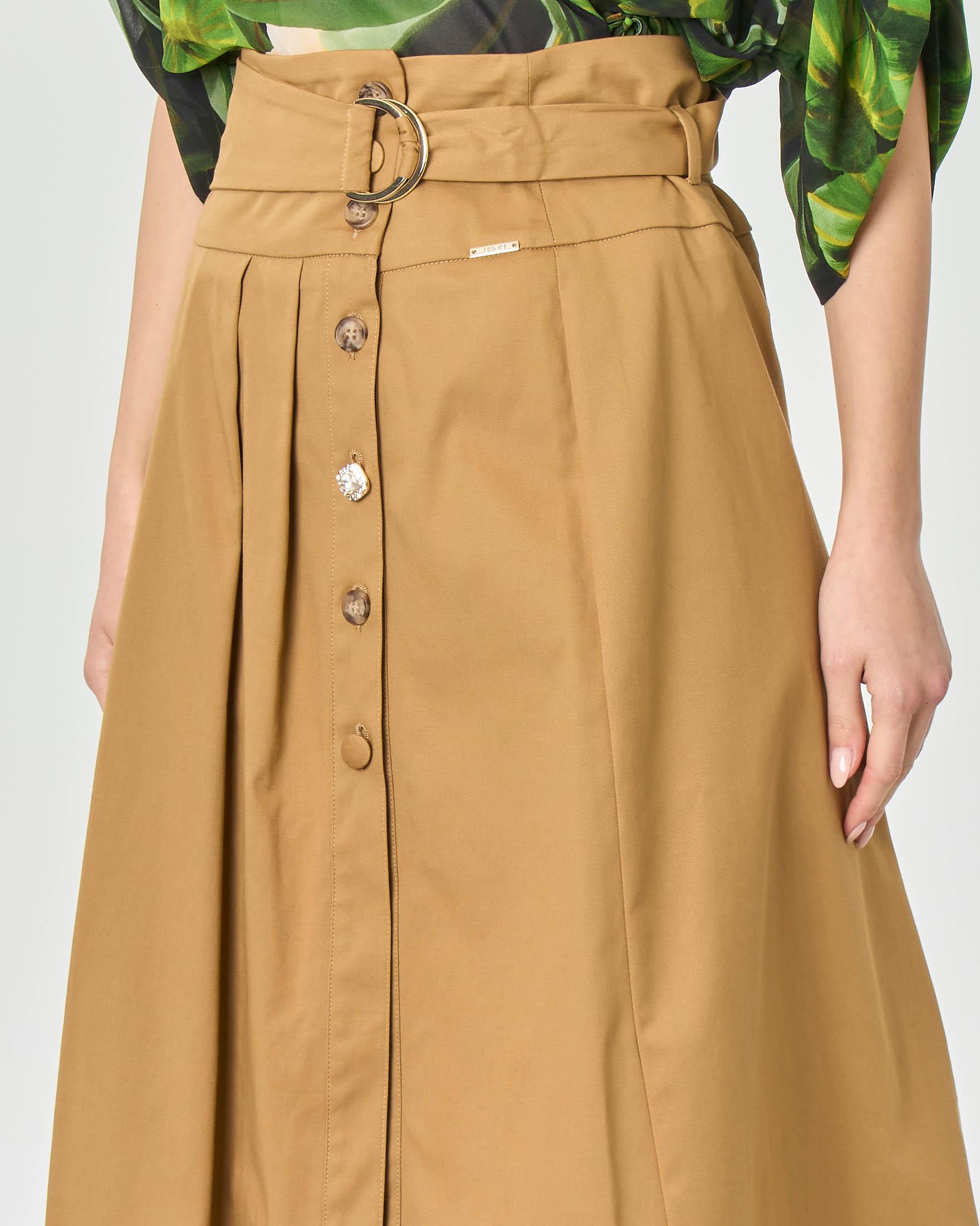 Gonna midi color khaki in gabardina di cotone con bottoni frontali e cintura in vita