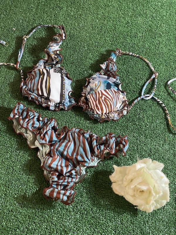 Bikini triangolo e slip americano frou frou Roam Effek