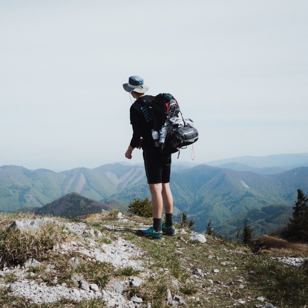 THE TOP 5 ITEMS TO BRING ON A HIKE