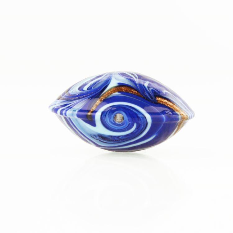 Perla di Murano schissa Fenicio Ø30. Vetro blu lapis, azzurro e avventurina. Foro passante.
