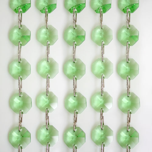 Catena ottagoni 14 mm in cristallo verde chiaro, lunghezza 50 cm. Clip nickel.
