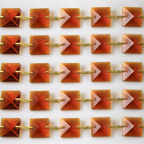 Catena quadrucci cristallo 14 mm - lunghezza 50 cm. Colore ambra - clip ottone.