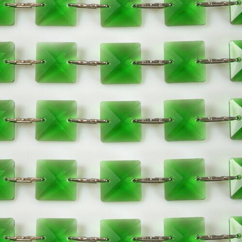 Catena quadrucci cristallo 18 mm - lunghezza 50 cm. Colore verde - clip nickel.