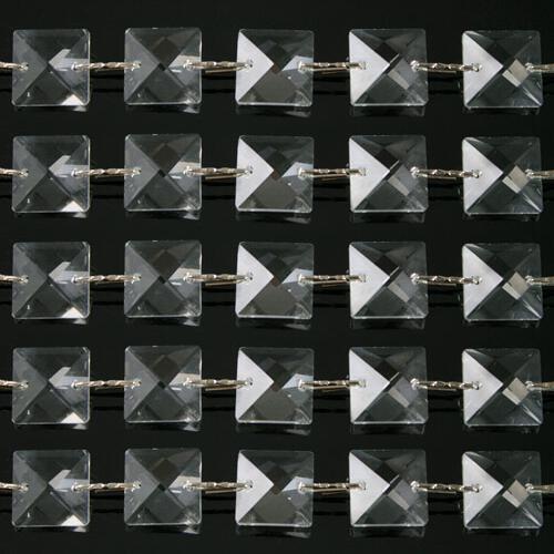 Catena quadrucci cristallo 14 mm - lunghezza 50 cm. Colore puro - clip nickel.
