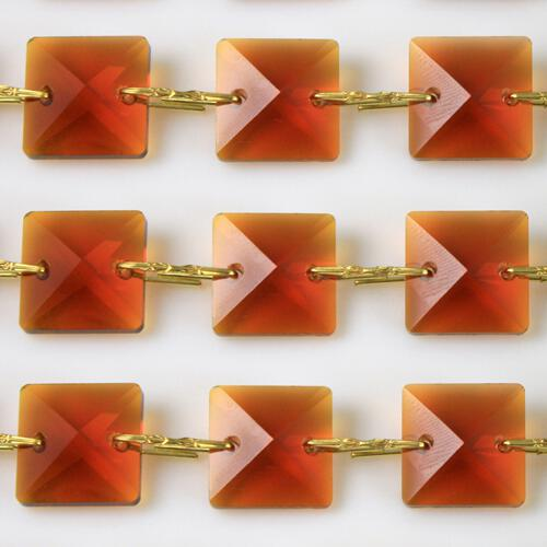 Catena quadrucci cristallo 22 mm - lunghezza 50 cm. Colore ambra - clip ottone.