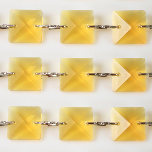 Catena quadrucci cristallo 22 mm - lunghezza 50 cm. Colore giallo - clip nickel.