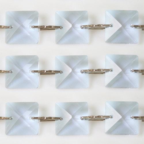Catena quadrucci cristallo 22 mm - lunghezza 50 cm. Colore viola - clip nickel.