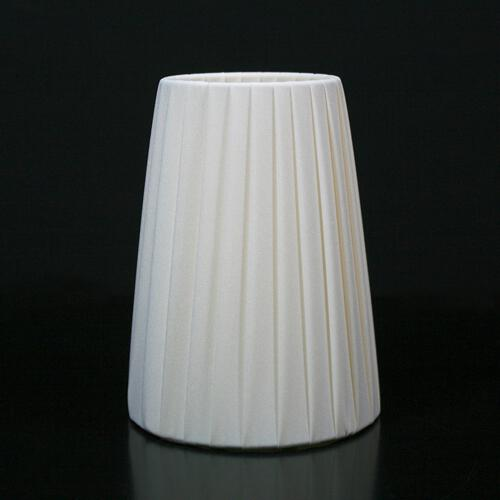 Paralume Ø 12x8x16 cm rivestito in pongè nastrato color avorio, 12x8x16 cm. Attacco E14