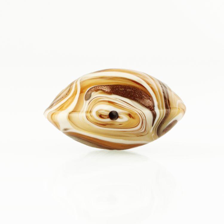 Perla di Murano schissa Fenicio Ø30. Vetro ambra, avorio, topazio e avventurina. Foro passante.
