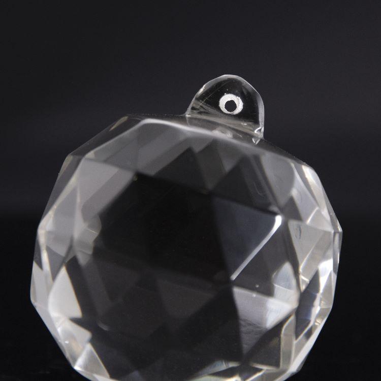 Pendente sfera Ø54 mm sfaccettata in cristallo trasparente di Boemia. Cristallo vintage per restauro lampadari.