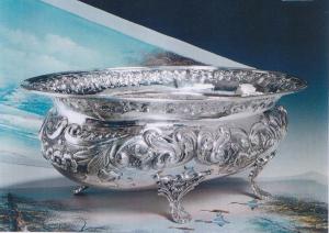 Vasca cesellata stile cesello argento massiccio